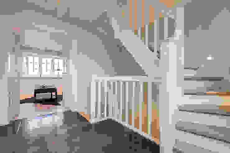 Corridor & hallway by Home Staging Sylt GmbH, Modern
