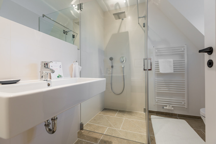 Kamar Mandi oleh Home Staging Sylt GmbH, Modern