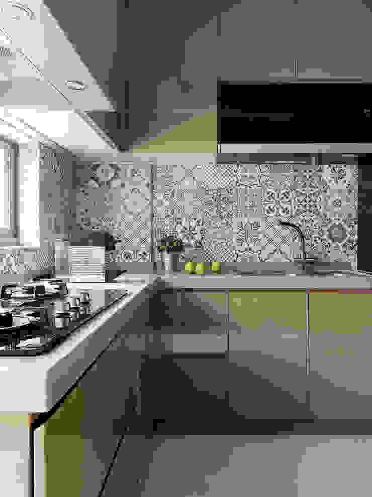 竹風低吟 現代廚房設計點子、靈感&圖片 根據 白金里居 空間設計 現代風