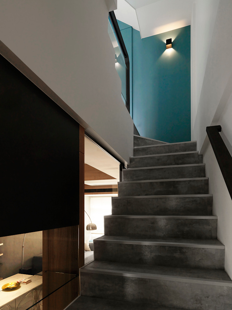 Modern Corridor, Hallway and Staircase by 白金里居 空間設計 Modern