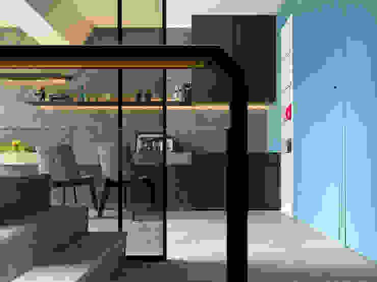 Modern Study Room and Home Office by 白金里居 空間設計 Modern