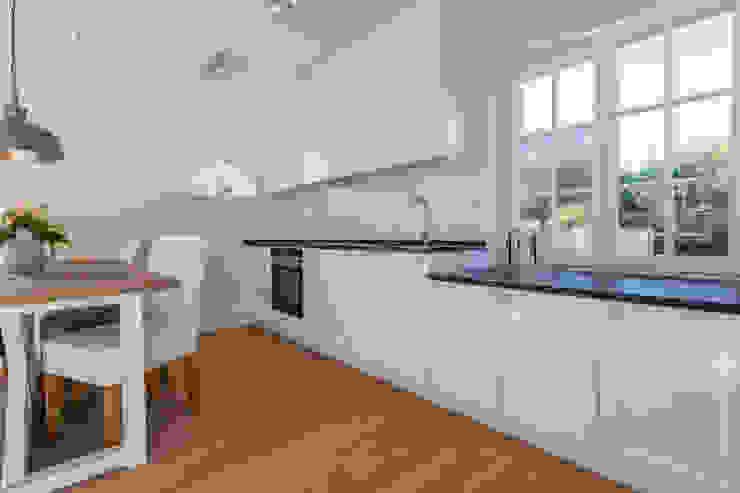 مطبخ تنفيذ Home Staging Sylt GmbH, حداثي