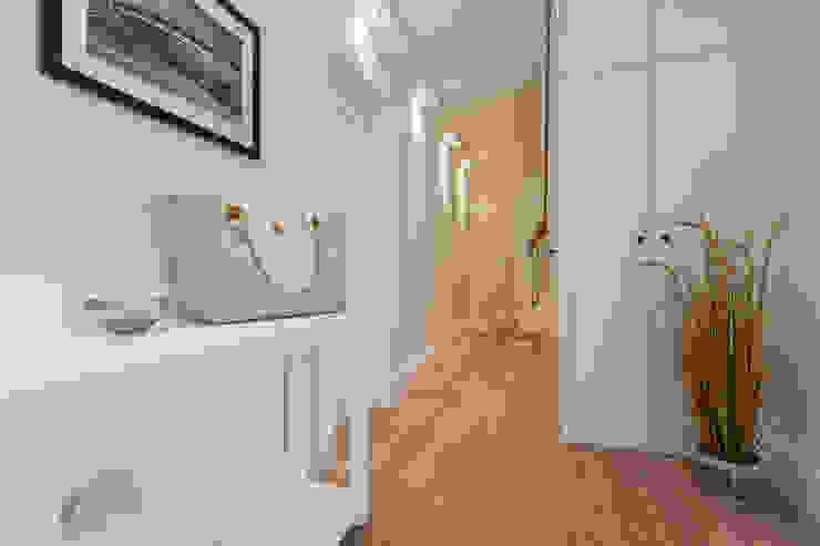 Moderne gangen, hallen & trappenhuizen van Home Staging Sylt GmbH Modern