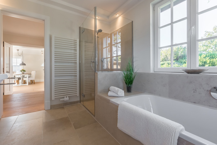 Modern bathroom by Home Staging Sylt GmbH Modern