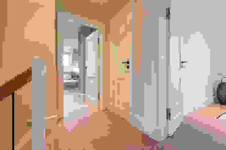الممر والمدخل تنفيذ Home Staging Sylt GmbH, حداثي
