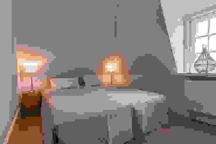 Nowoczesna sypialnia od Home Staging Sylt GmbH Nowoczesny