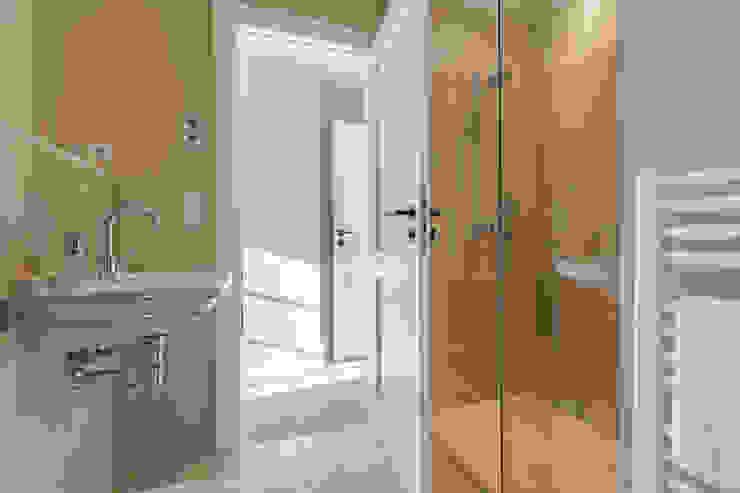 حمام تنفيذ Home Staging Sylt GmbH, حداثي