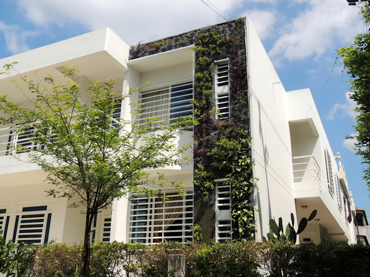 JARDINES VERTICALES: Paredes de estilo  por Elementum Arquitectos SAS,
