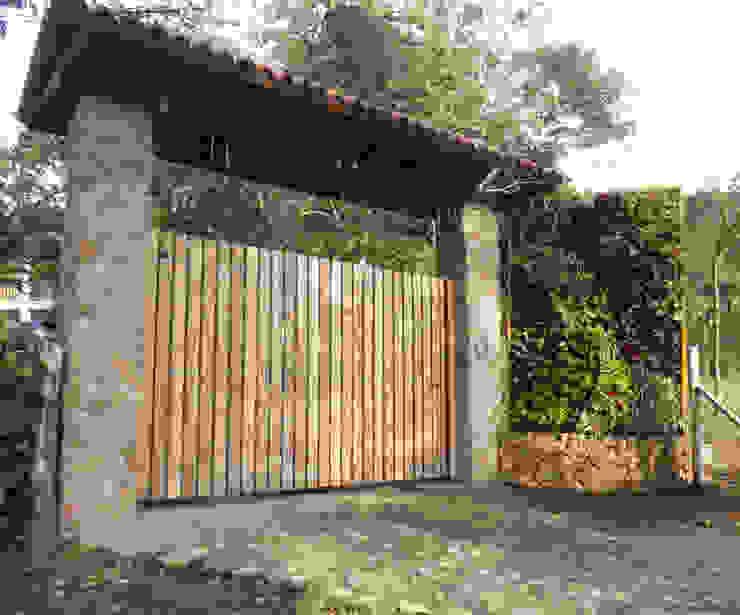 JARDINES VERTICALES: Jardines de estilo  por Elementum Arquitectos SAS,