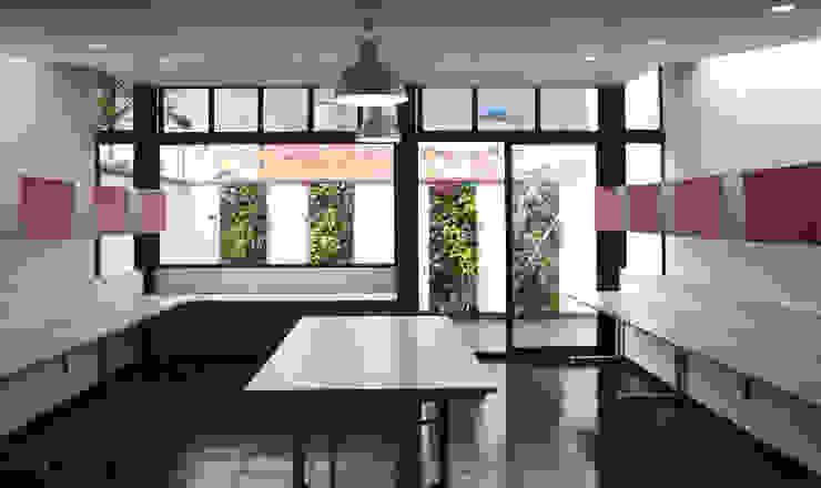 JARDINES VERTICALES Salas modernas de Elementum Arquitectos SAS Moderno