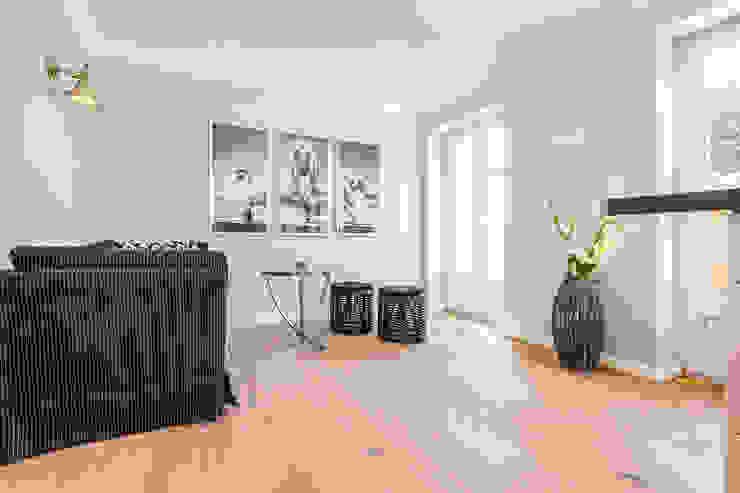 غرفة المعيشة تنفيذ Home Staging Sylt GmbH,