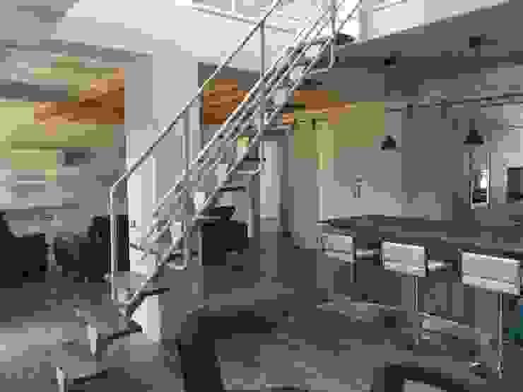 Ristrutturazione appartamento mansardato Soggiorno moderno di Blulinea Moderno