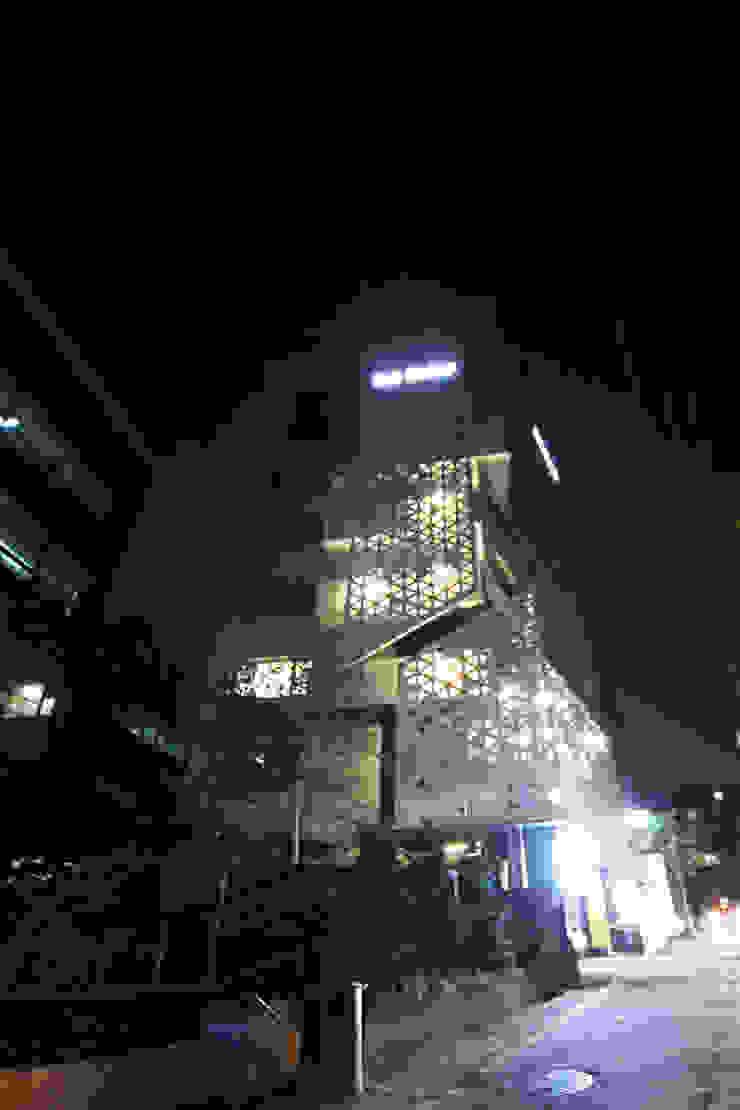 by (주)인투익스 Modern