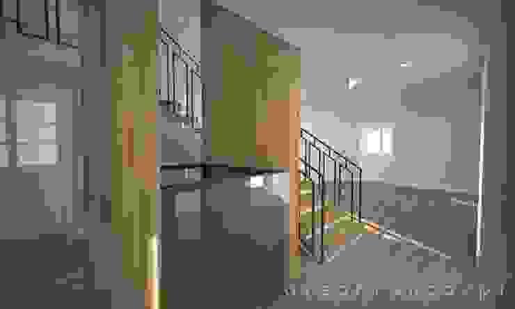 Hall Entrada | Escadas | Elevador Areabranca Corredores, halls e escadas modernos
