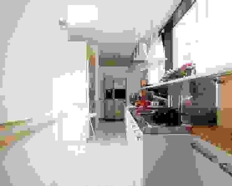 Ristrutturazione appartamento Como Cucina moderna di Cappelletti Architetti Moderno Marmo