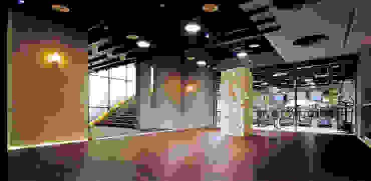台中Being Spa休閒運動中心 根據 鼎爵室內裝修設計工程有限公司 簡約風 強化水泥