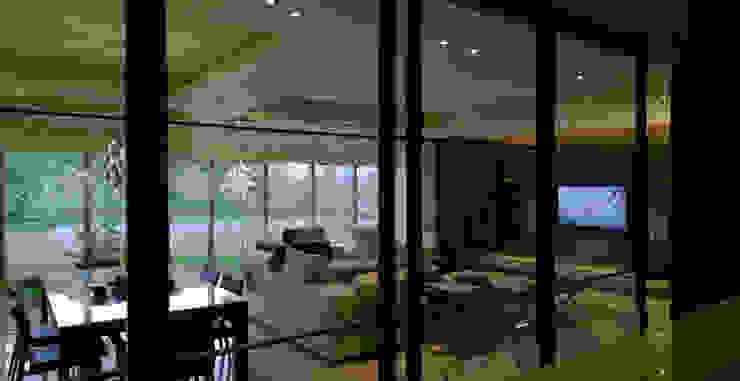 住宅(低調 奢華) 现代客厅設計點子、靈感 & 圖片 根據 鼎爵室內裝修設計工程有限公司 現代風 合板