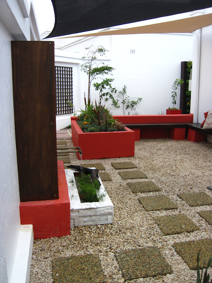 Small Garden Spaces Modern Garden by Young Landscape Design Studio Modern