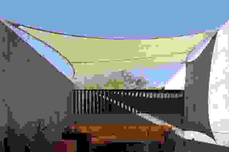 Tenda Membrane model layar Ruang Keluarga Modern Oleh Putra Canopy Modern Metal