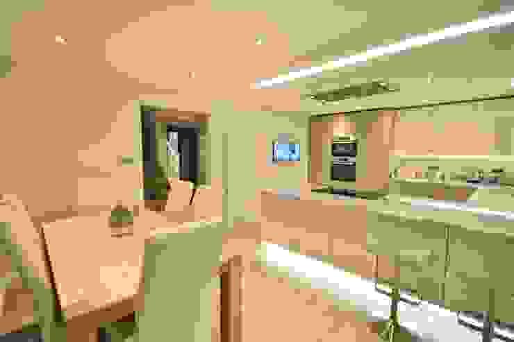 Mixed Ivory and Stone Grey gloss units:  Kitchen by Kitchencraft,