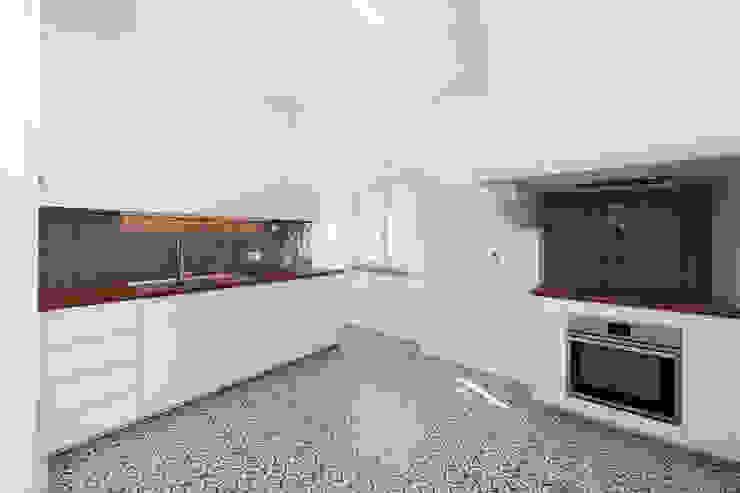 Dapur Modern Oleh homify Modern