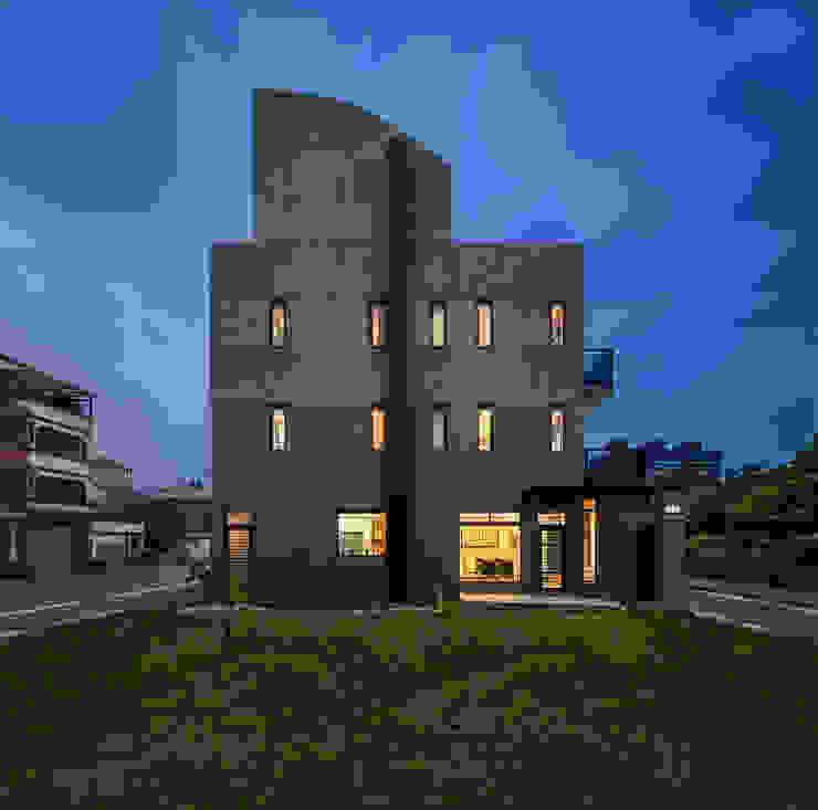 綠森活 Living in a Green Forest 現代房屋設計點子、靈感 & 圖片 根據 Glocal Architecture Office (G.A.O) 吳宗憲建築師事務所/安藤國際室內裝修工程有限公司 現代風