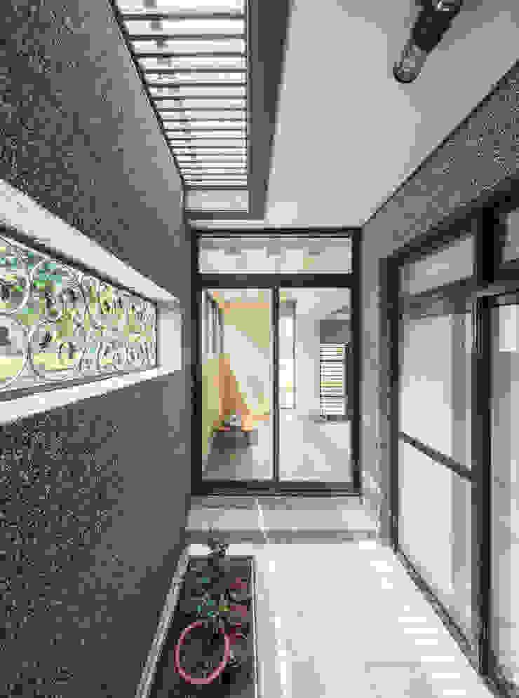 綠森活 Living in a Green Forest 根據 Glocal Architecture Office (G.A.O) 吳宗憲建築師事務所/安藤國際室內裝修工程有限公司 現代風