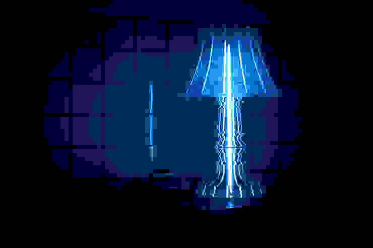 Marie-Louise engraved met blauwe filter: modern  door Studio Sander Mulder, Modern