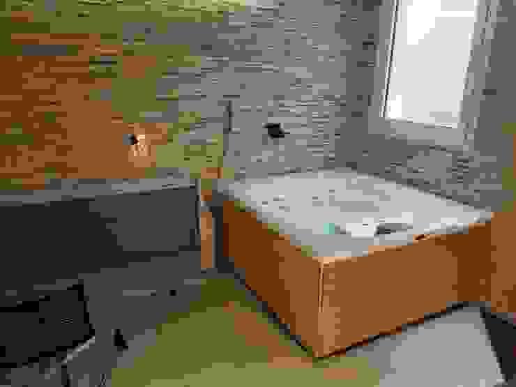 Jacuzzi da esterno o interno modello City spa . Aquazzura Piscine Cantina moderna