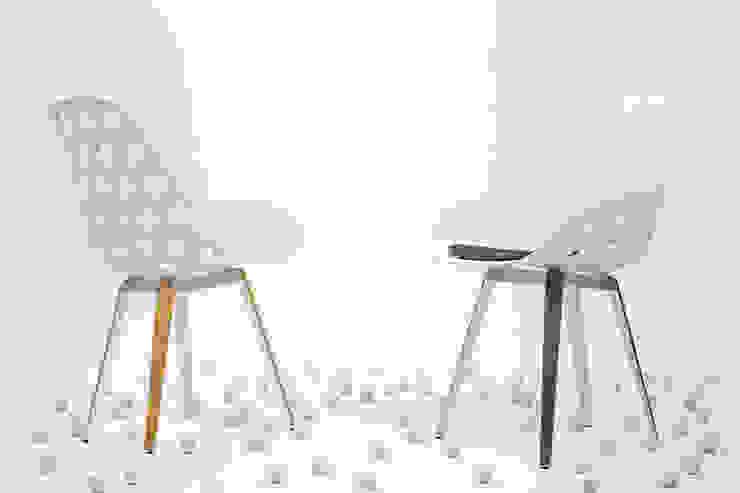 Slice chair + Dimple wit: modern  door Studio Sander Mulder, Modern