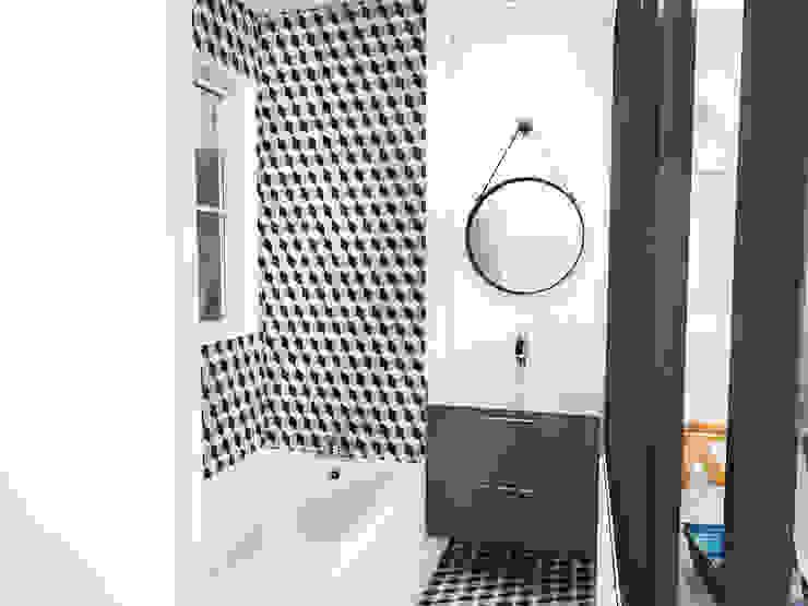 Scandinavian style bathroom by homify Scandinavian