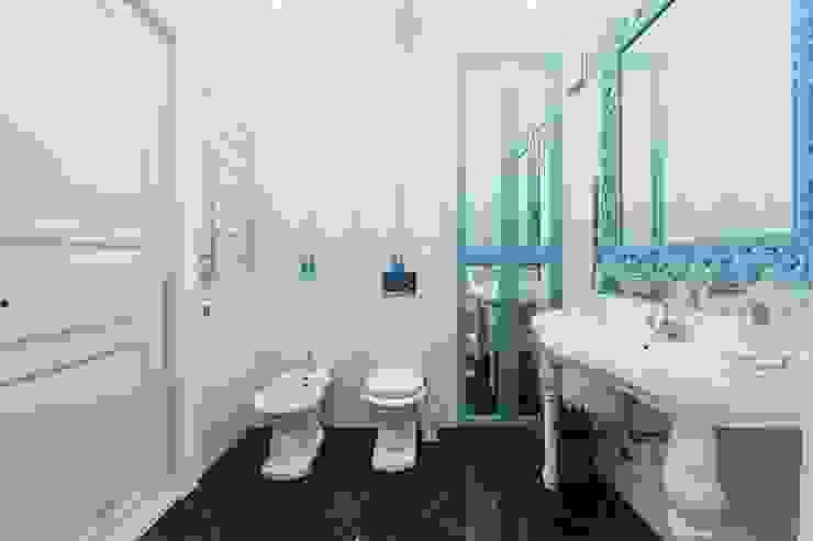 Salle de bain classique par Дизайн Студия 33 Classique