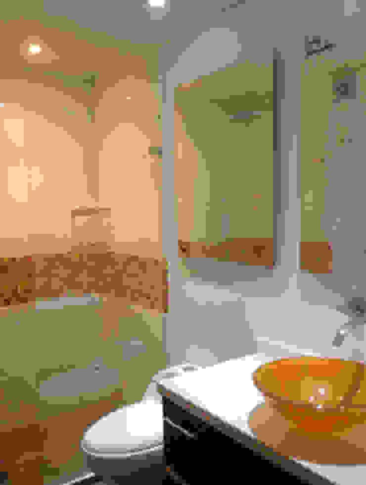 Salle de bain moderne par Erick Becerra Arquitecto Moderne