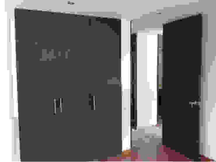 Proyecto Country Pasillos, vestíbulos y escaleras de estilo moderno de Erick Becerra Arquitecto Moderno