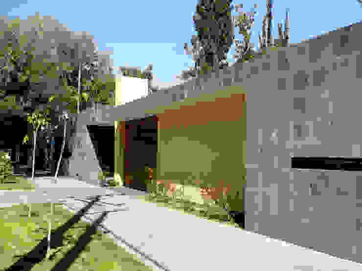 Casas modernas por Taller A3 SC Moderno Pedra