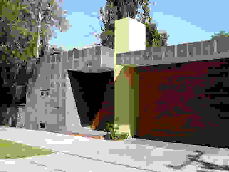 Rumah oleh Taller A3 SC, Modern Batu