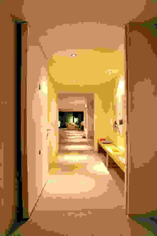 Can HeM Taller A3 SC Pasillos, vestíbulos y escaleras modernos Hormigón Blanco