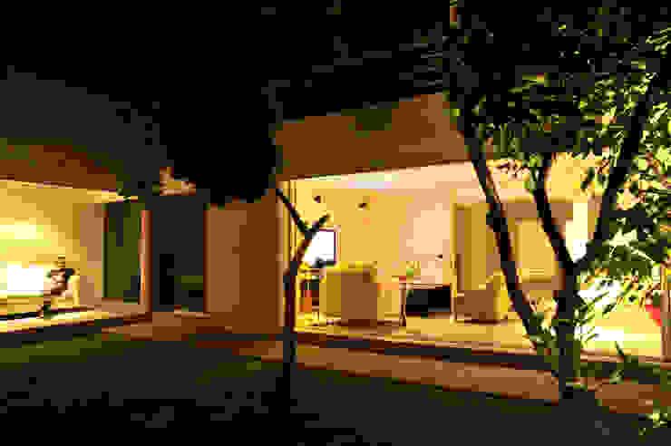 Can HeM Taller A3 SC Jardines modernos: Ideas, imágenes y decoración Hormigón Blanco