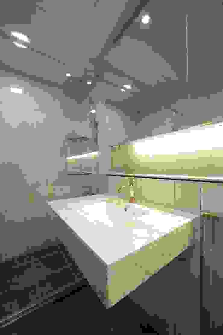 Nowoczesna łazienka od DESIGNCOLORS Nowoczesny