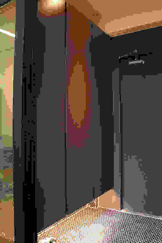 Fenêtres & Portes modernes par SPACEHWA Moderne