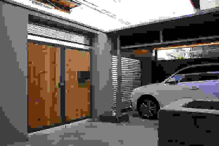 Garage / Hangar modernes par SPACEHWA Moderne