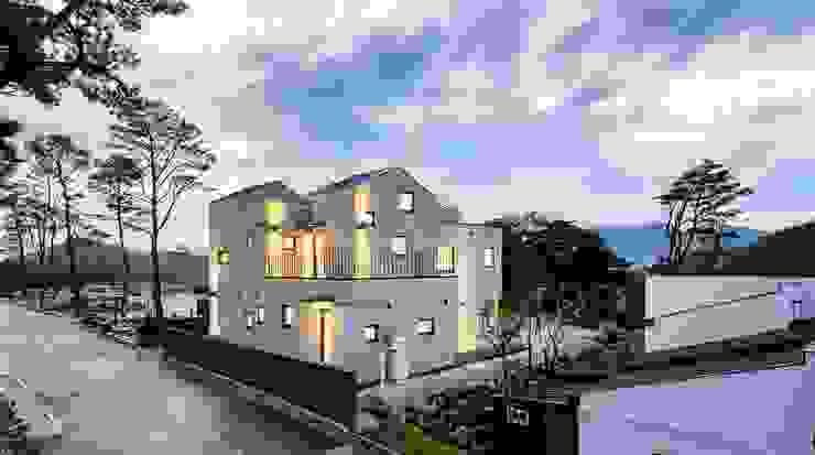 房子 by (주)건축사사무소 코비, 現代風