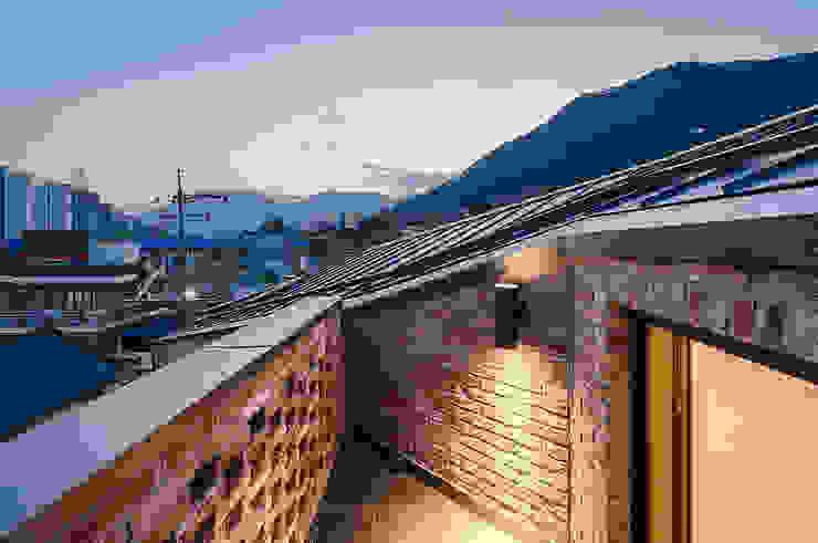 양산주택- 고래의꿈 : (주)건축사사무소 코비의  베란다