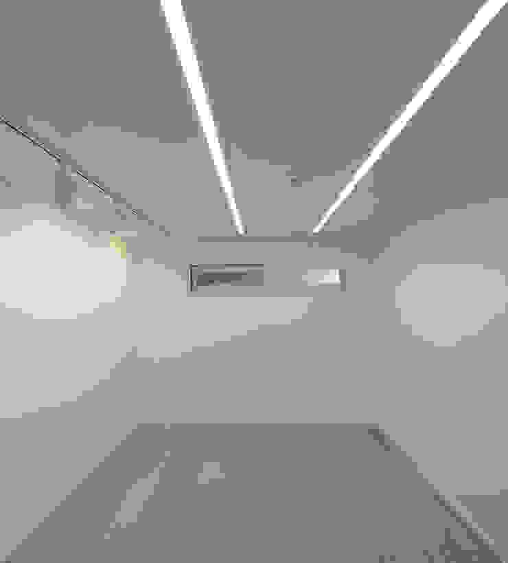 행신주택- white bass 모던스타일 거실 by (주)건축사사무소 코비 모던
