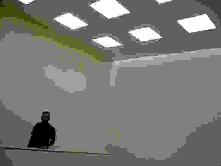 Taller A3 SC Ingresso, Corridoio & Scale in stile moderno Beige