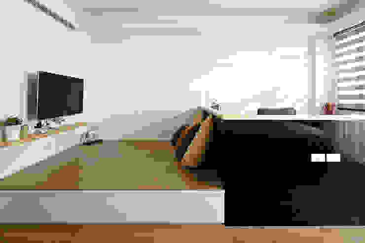Спальня в стиле модерн от 映荷空間設計 Модерн