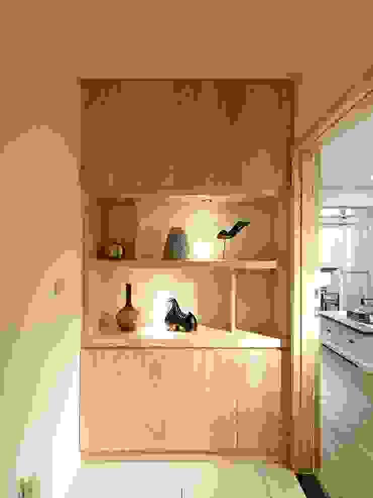 3F走道 現代風玄關、走廊與階梯 根據 映荷空間設計 現代風