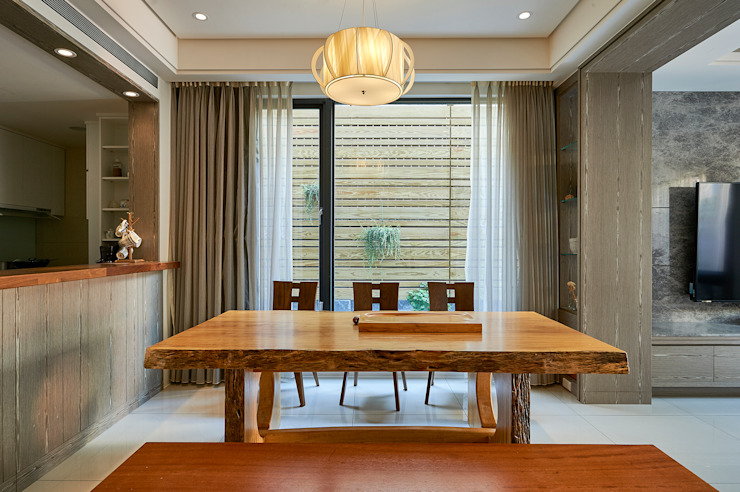 /5 Classic style dining room by 世家新室內裝修公司 Classic