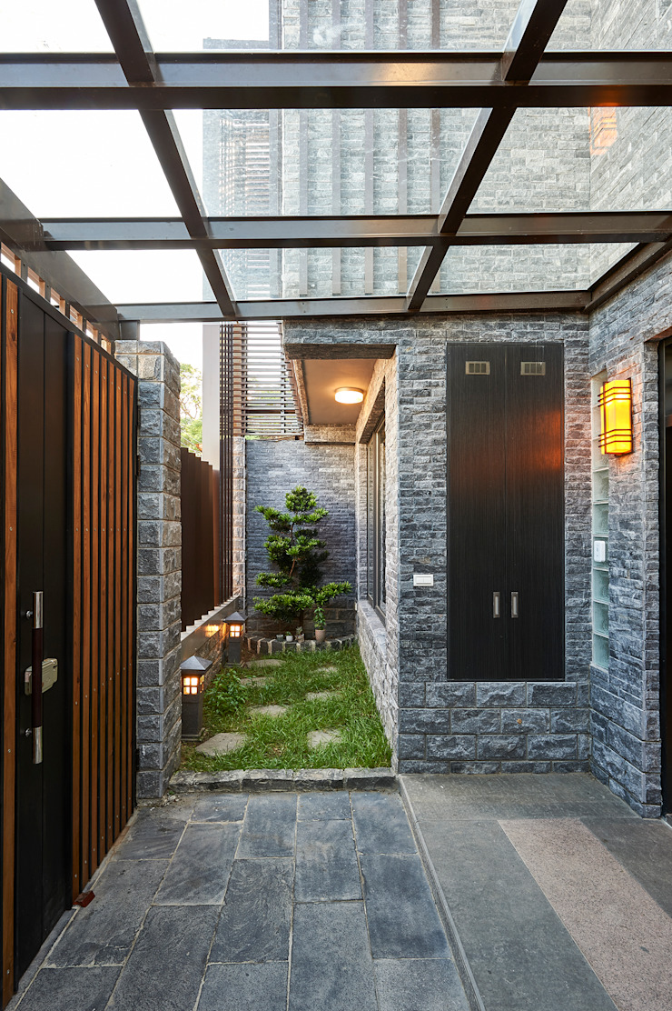 /2 Classic style houses by 世家新室內裝修公司 Classic