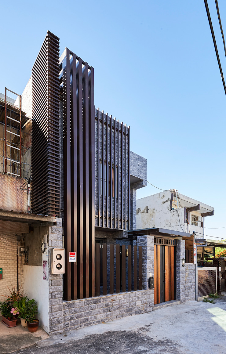 /3 Classic style houses by 世家新室內裝修公司 Classic
